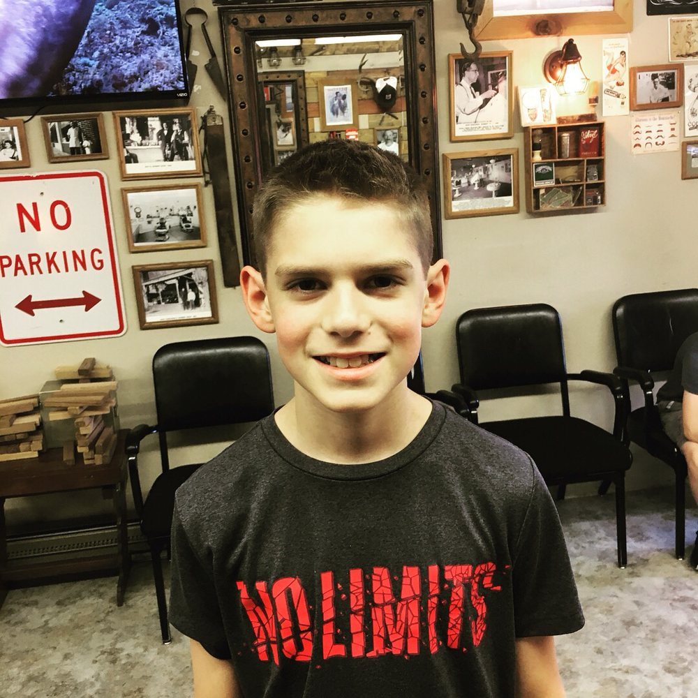 Howard's Barbershop: 348 NW 1st Ave, Canby, OR