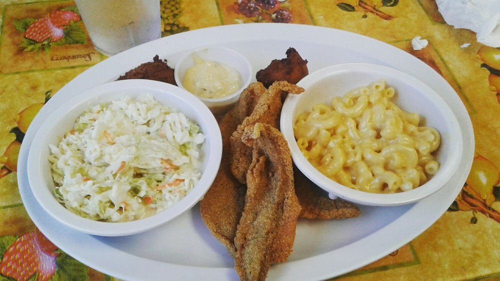 Bob & Wanda's Wagon Wheel Restaurant: 216 Fort St, Barling, AR