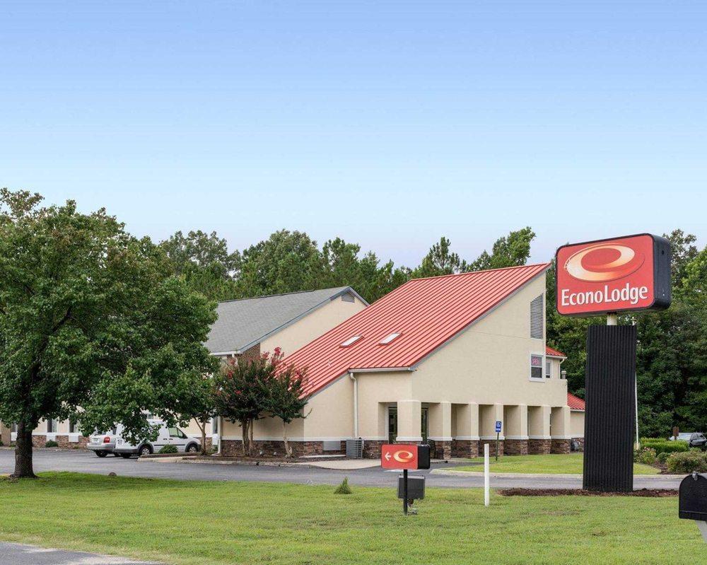 Econo Lodge Inn & Suites Carrollton Smithfield: 20080 Brewer's Neck Blvd, Carrollton, VA