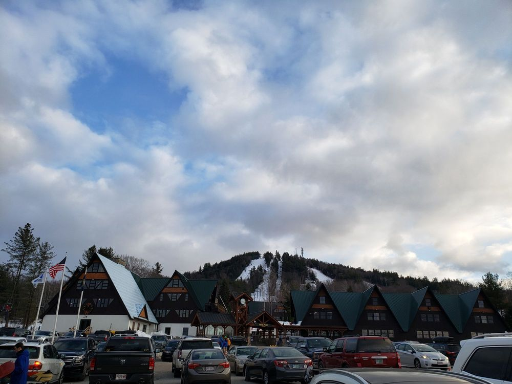 Pats Peak Ski Area & Banquet Center: 686 Flanders Rd, Henniker, NH