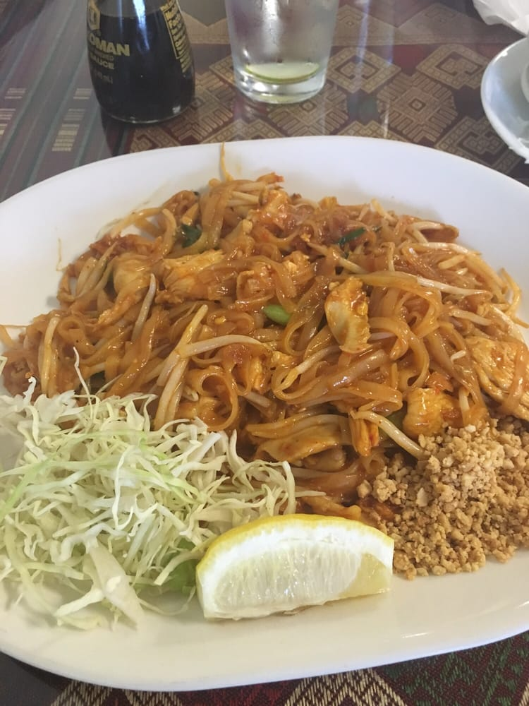 a generous portion chicken pad thai that melted my face off yelp. Black Bedroom Furniture Sets. Home Design Ideas