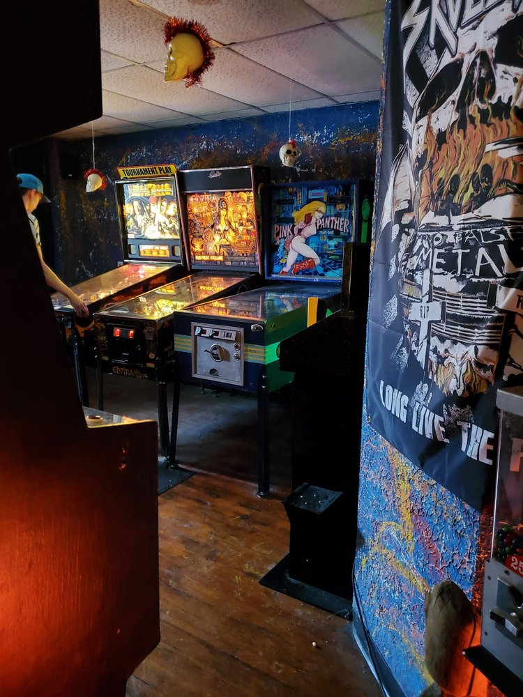 Joystix Rockade: 714 Main St, Keokuk, IA