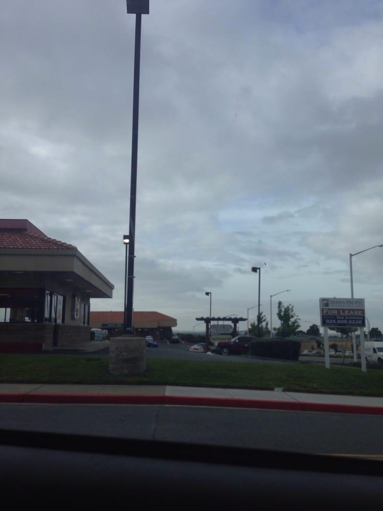 Oak Hills Shopping Center: 542 Bailey Rd, Bay Point, CA
