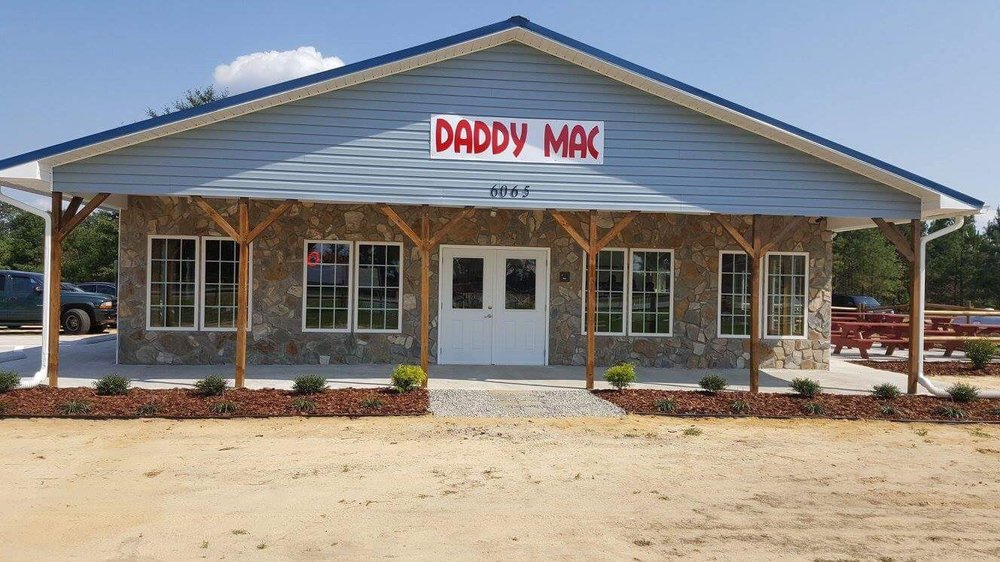 Daddy Mac Fresh Seafood and Country Kitchen: 6065 Turnpike Rd, Raeford, NC