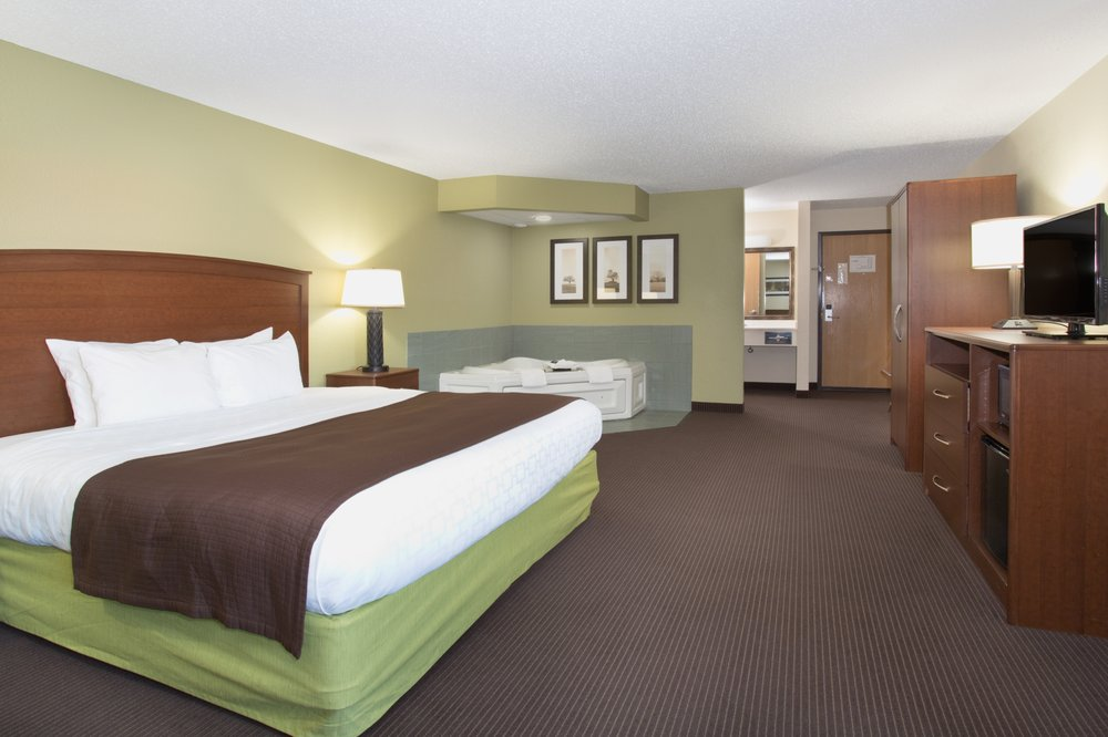 Cobblestone Hotel & Suites: 3010 8th St S, Wisconsin Rapids, WI