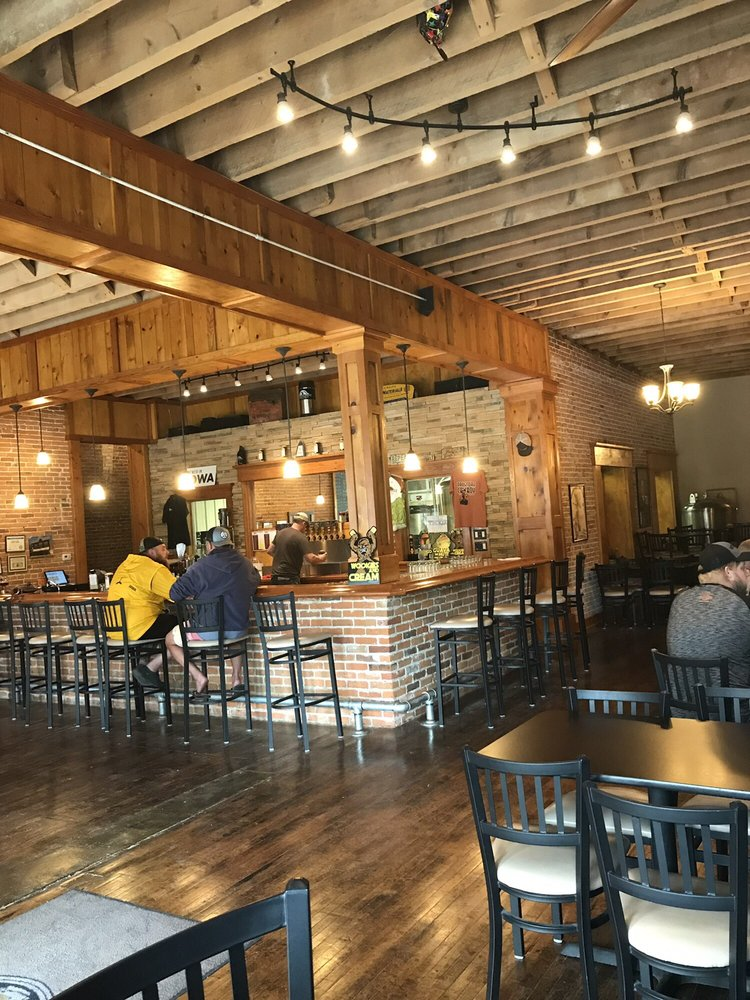 Franklin Street Brewing Company: 116 S Franklin St, Manchester, IA