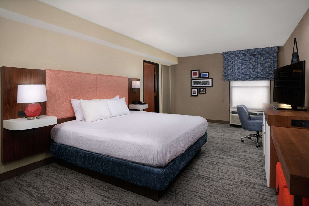 Hampton Inn Youngstown-West I-80: 880 N Canfield Niles Road, Youngstown, OH