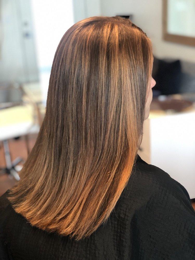 Rogue Hair Design: 106 S Market St, Talent, OR