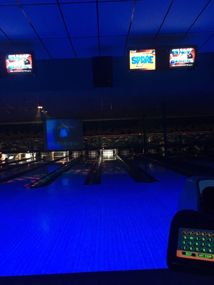 Spare Tyme Bowl: 11150 Kliesen St, Dodge City, KS