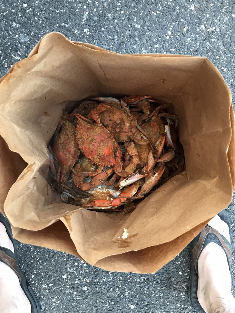 Tyler's Tackle Shop & Crab House: 8210 Bayside Rd, Chesapeake Beach, MD