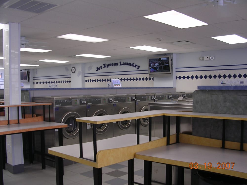 JetXpress Laundry: 425 Dundee Ave, Elgin, IL