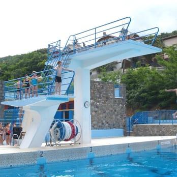Piscine municipale piscines 2 rue de la corniche for Piscine pyrenees orientales