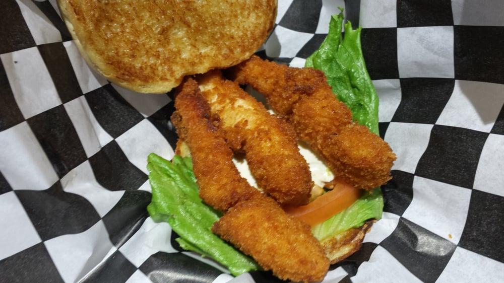 Campus Burger: 2000 N Neil St, Champaign, IL