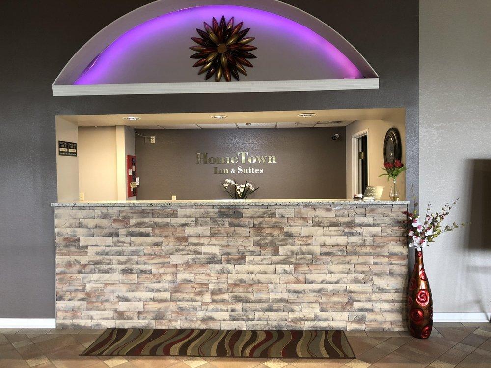 HomeTown Inn & Suites: 331 Enterprise Dr E, Belle Plaine, MN