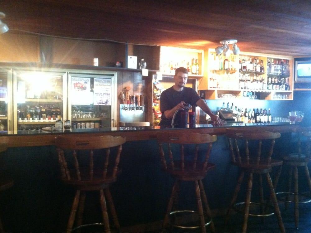 Hunter's Inn Restaurant & Motel: 1060 State Rte 4, Naselle, WA