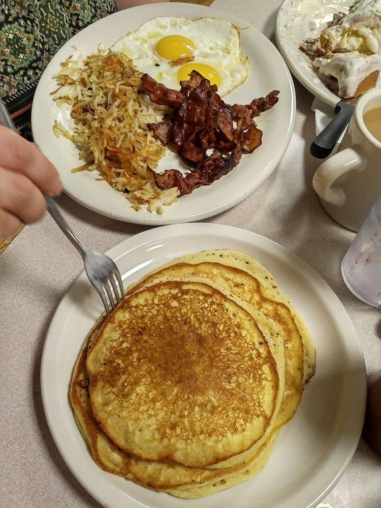 Cook's Country Kitchen: 38154 Midland Trl E, White Sulphur Springs, WV