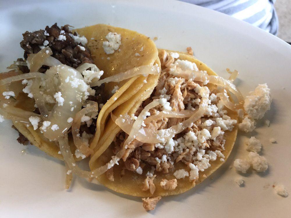 Tacos La Bamba: 2005 Calder St, Beaumont, TX