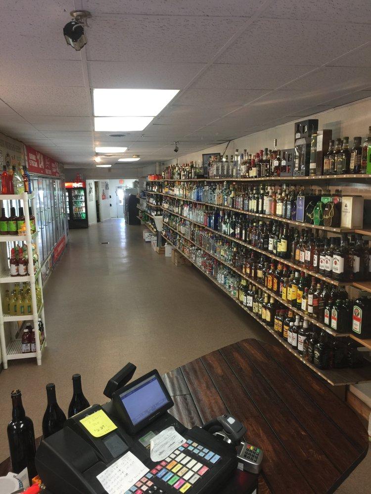 Showboat Spirits & Fine Wine: 213 E Main St, Lowell, MI