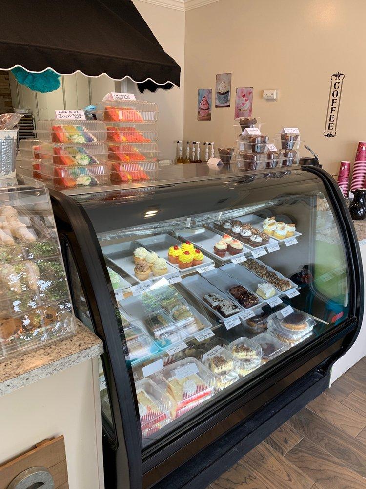 Floyd & Blackie's Bakery: 127 Main St, McAdenville, NC