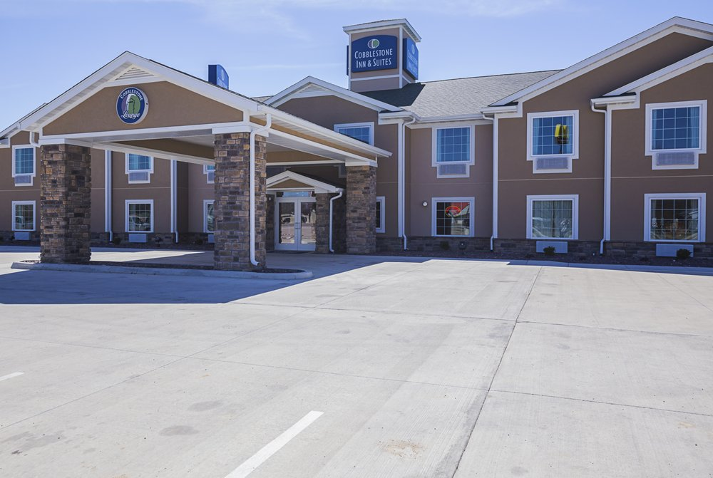 Cobblestone Inn & Suites - Altamont: 4 W Carriage Ln, Altamont, IL