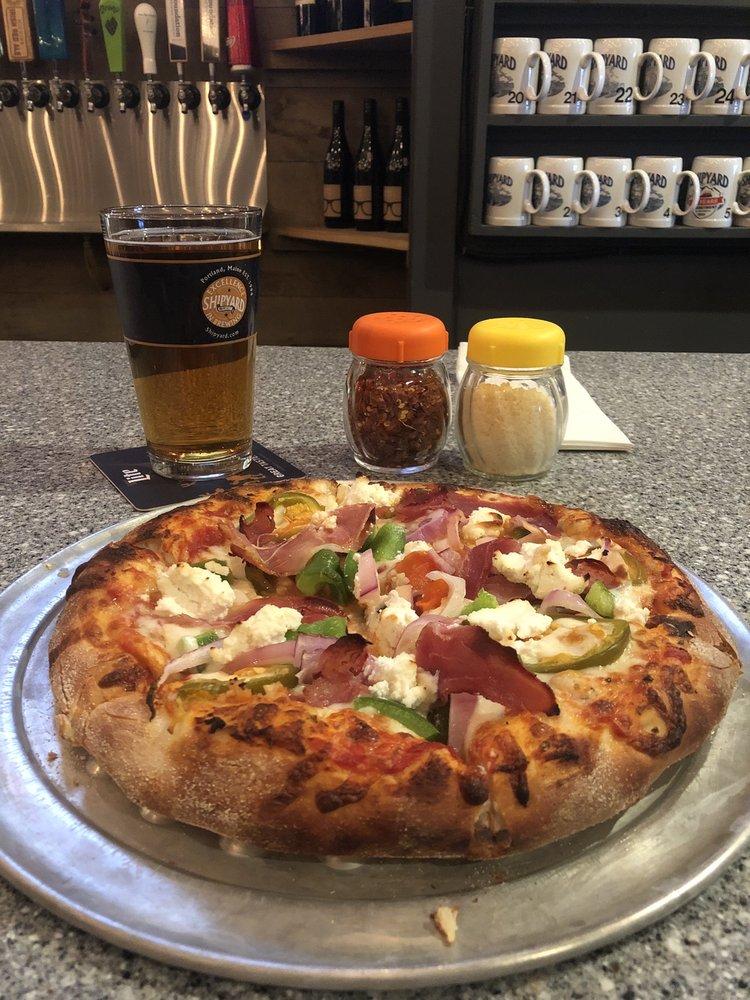 Jess 'n Nic's Pizzeria & Pub: 21 Portland Rd, Gray, ME