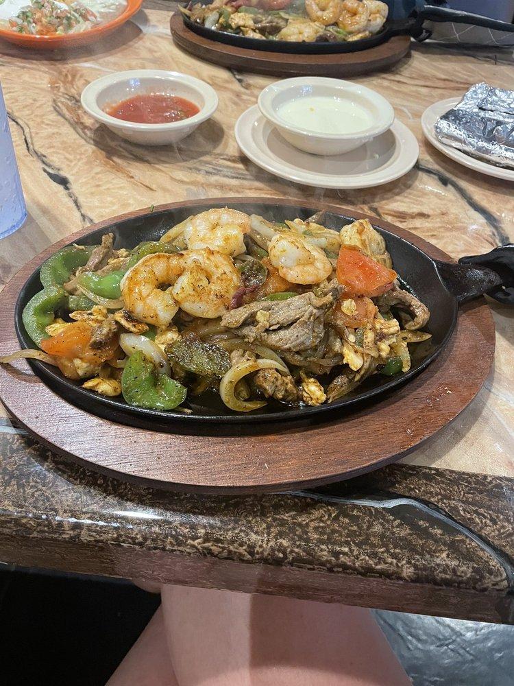Iguanas Mexican Bar & Grill: 909 N Truman Blvd, Crystal City, MO