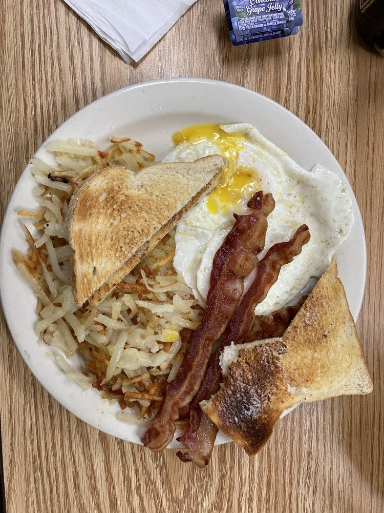 Joni's Restaurant & Catering: 24 N Minnesota St, New Ulm, MN