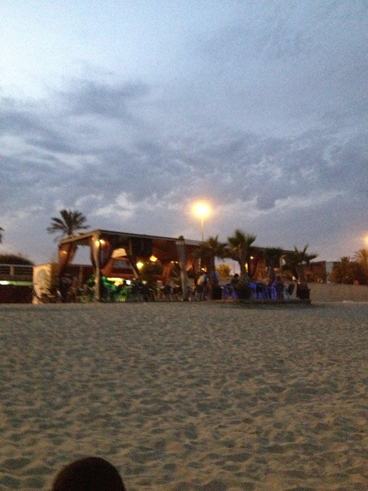 El Chiringuito de la Mar Bella - 17 Photos - Salad - Playa de la Mar Bella, s...
