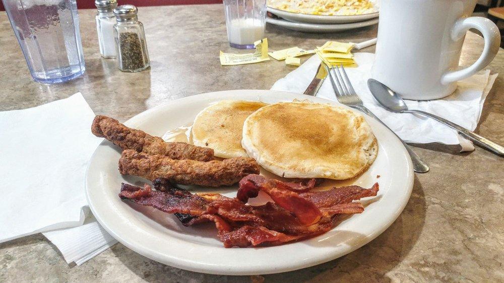 Junie's Restaurant: 100 Plaza Dr, Elk Run Heights, IA