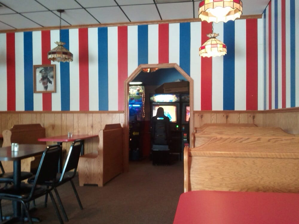 Pizza Parlor V: 685 Dover Rd NE, Sugarcreek, OH