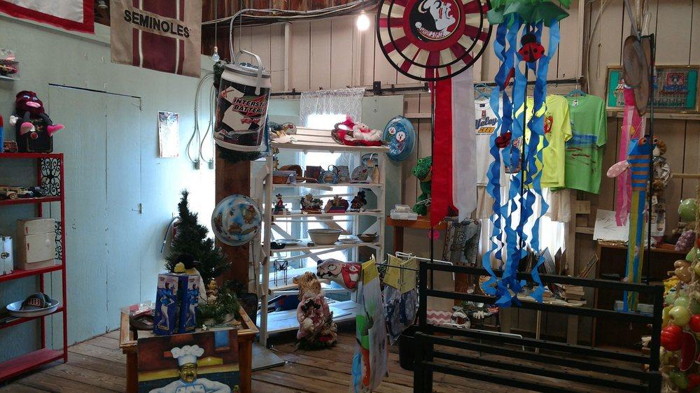 Bloomers Garden Center & Gift Shop: 503 S US Hwy 17, San Mateo, FL