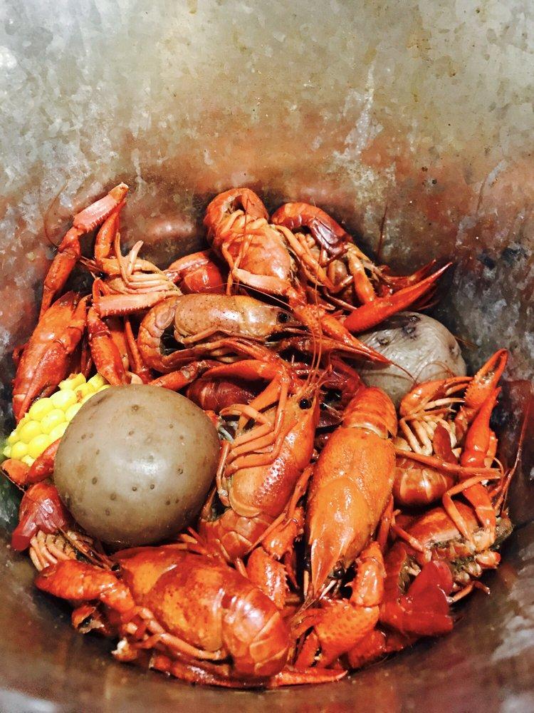 Fat Jacks Oyster & Sports: 3324 N State Line Ave, Texarkana, AR