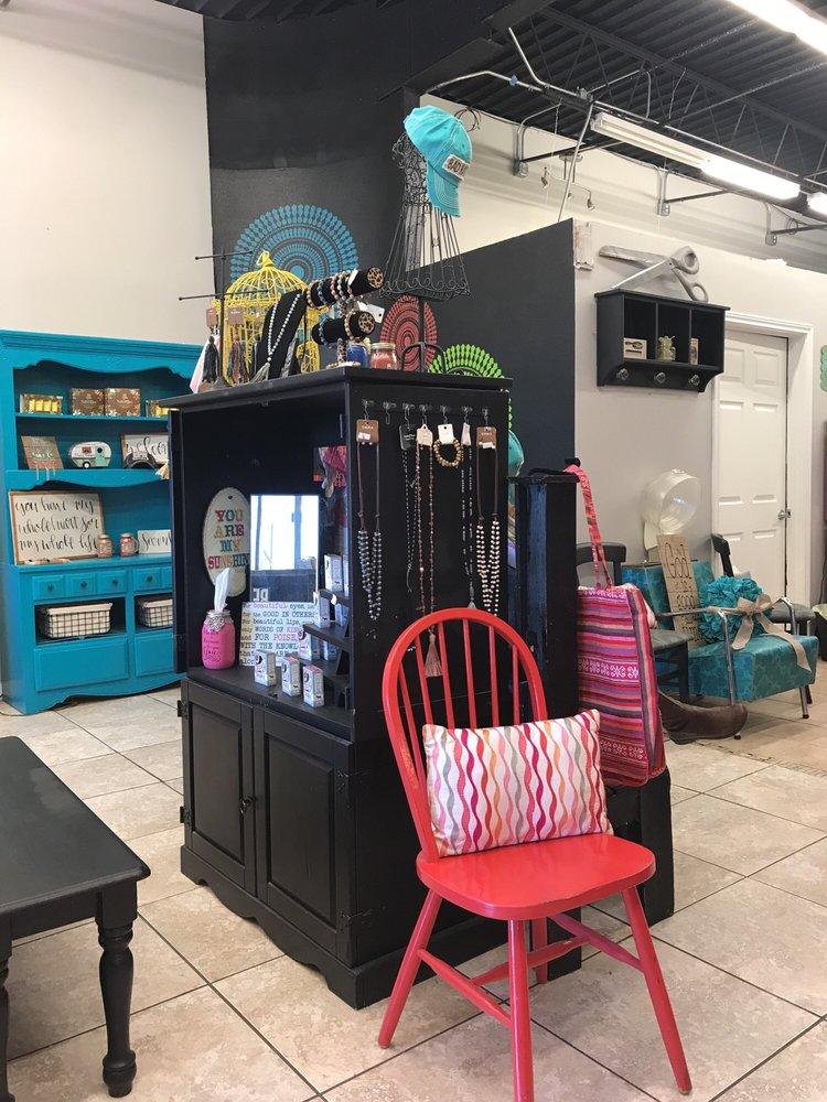 Hissy Fitz Hair Salon: 713 E Pecan St, Celina, TX