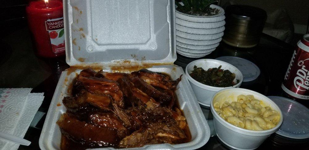 Food from Pitt's BBQ