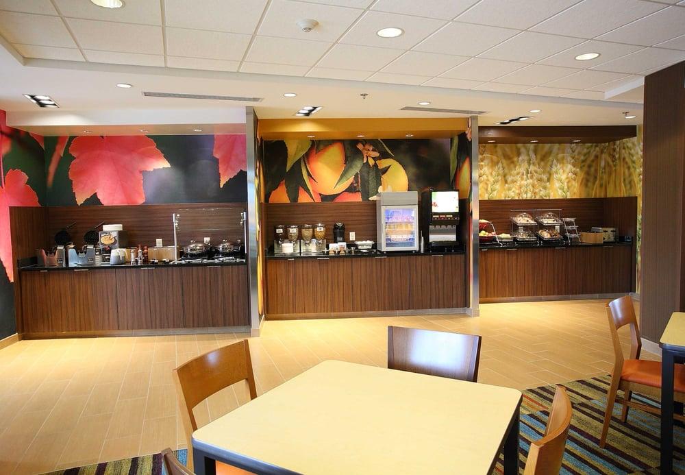 Fairfield Inn & Suites by Marriott East Grand Forks: 514 Gateway Dr NE, East Grand Forks, MN