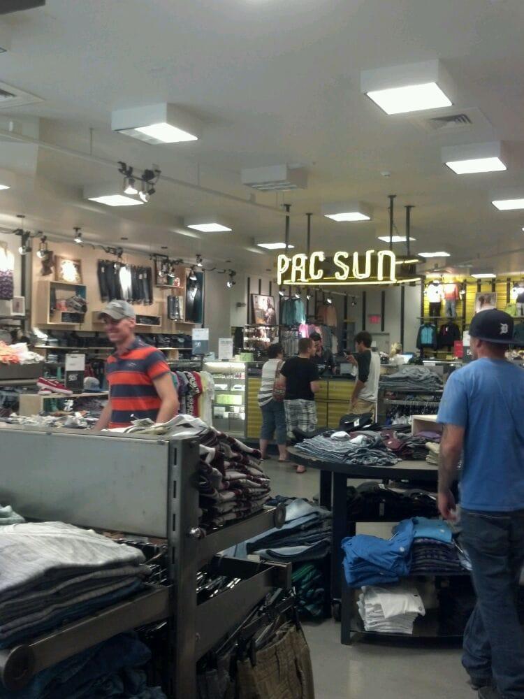 PacSun: 21182 Salmon Run Mall Lp W, Watertown, NY