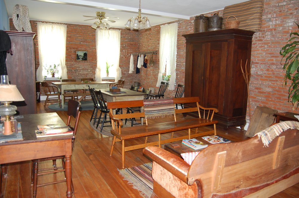 Rose's Place Bed & Breakfast: 1007 26th Ave, Amana, IA