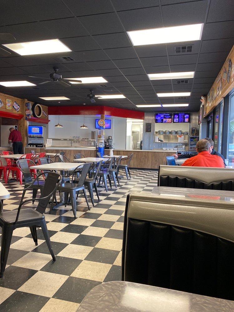The Burger Garage and Ice Cream Shop: 101 North Old US Highway 81, Hesston, KS