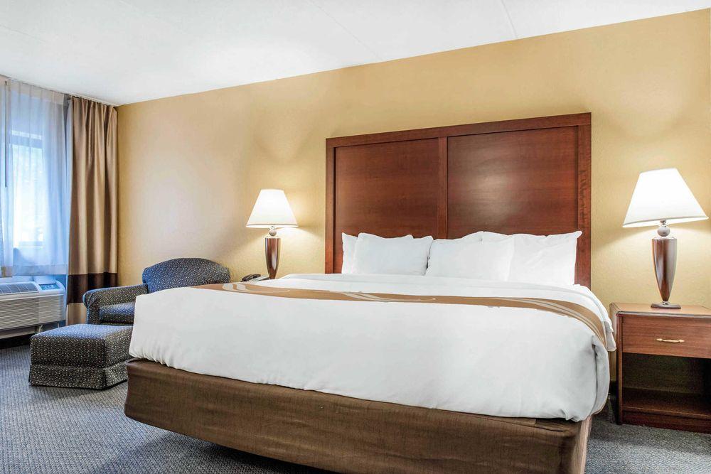 Quality Inn & Suites: 500 Monroe St, Zanesville, OH