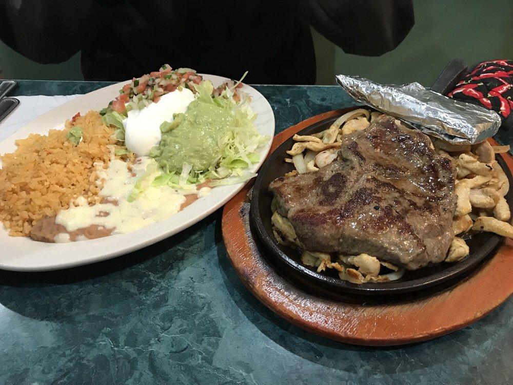 El Molcajete Mexican Restaurant: 1308 Hillsboro Blvd, Manchester, TN