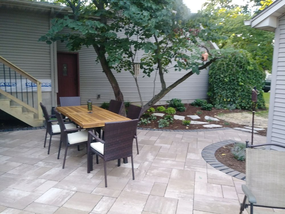 Serenity Creek Design & Landscaping: 2518 Crooked Creek Rd, Bloomington, IL