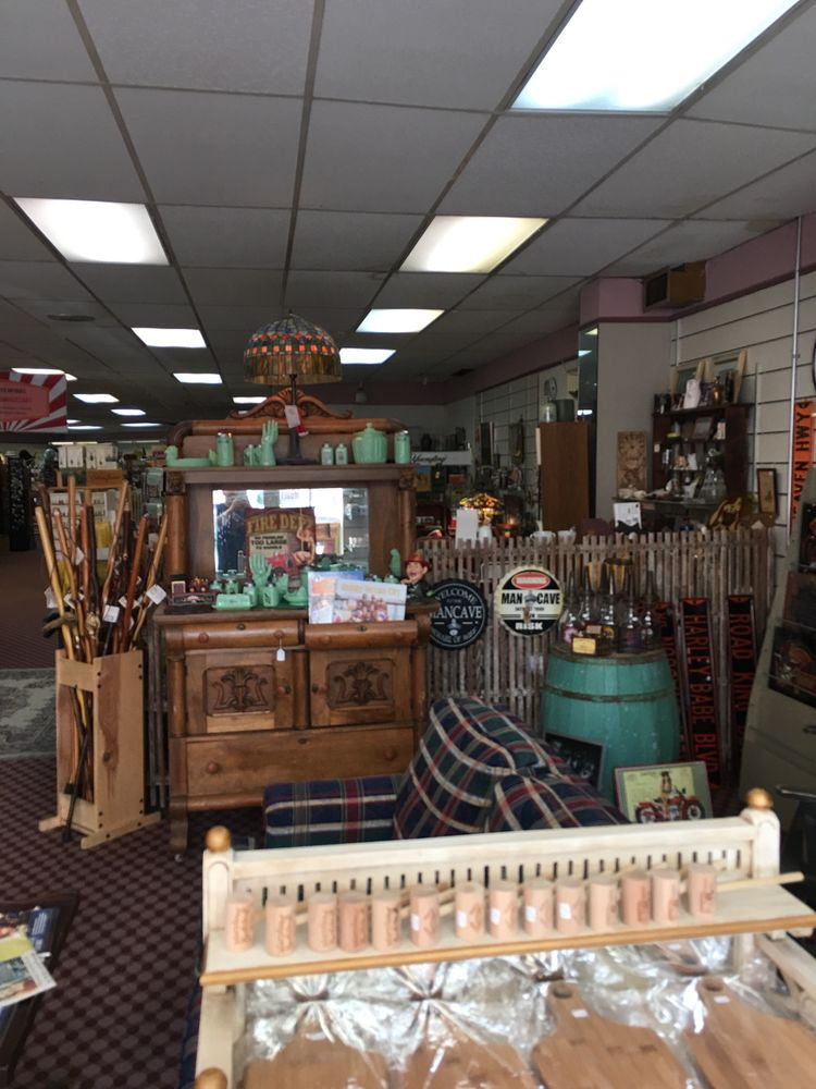 Town Center Antiques: 1 N Main St, Berlin, MD
