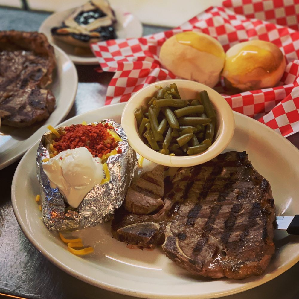 Pit Stop Cafe: 1024 E Cedar Creek Pkwy, Seven Points, TX