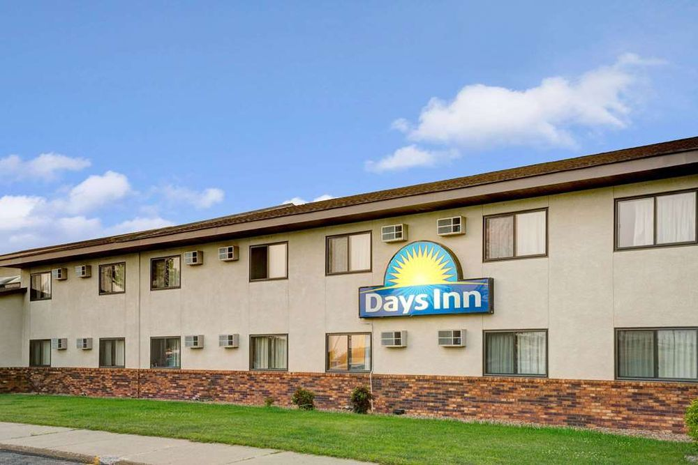 Days Inn by Wyndham Monticello: 200 East Oakwood Drive, Monticello, MN