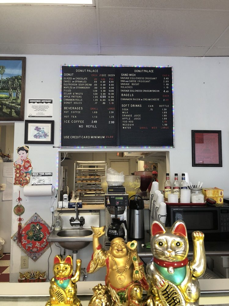 Donut Palace: 2697 Recker Hwy, Winter Haven, FL