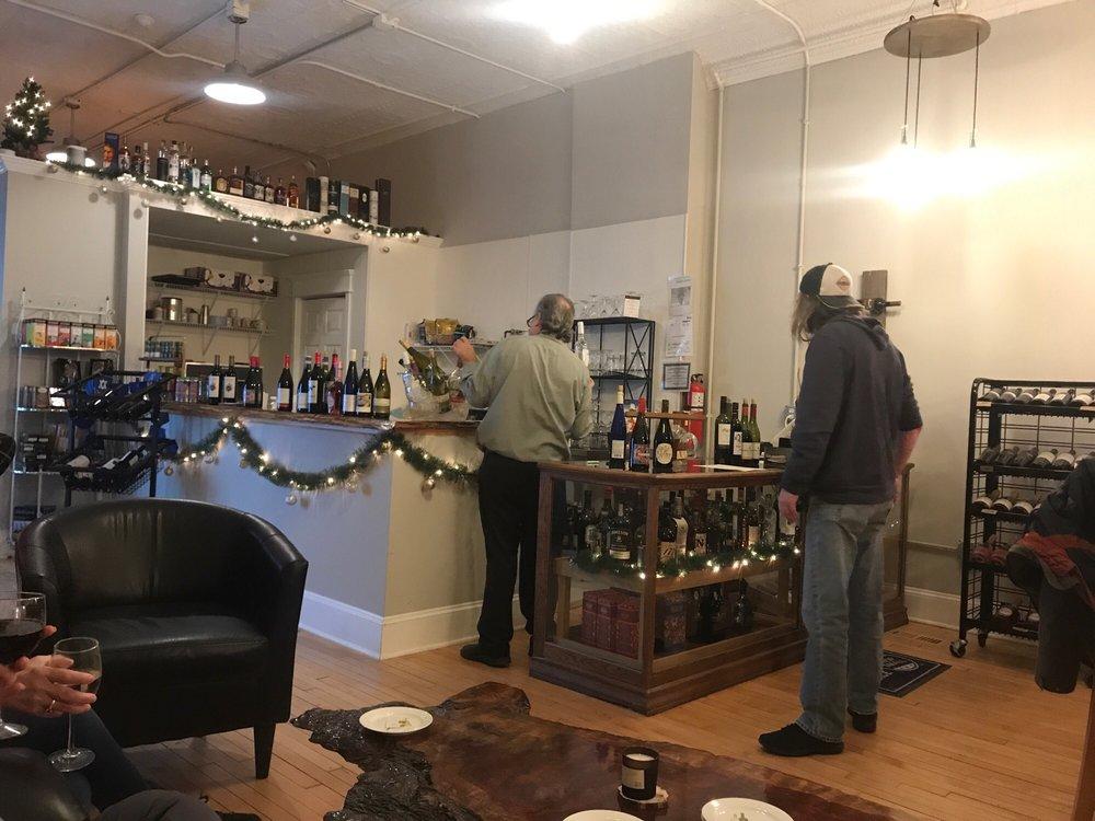 Winestock: 136 Cass St, Woodstock, IL
