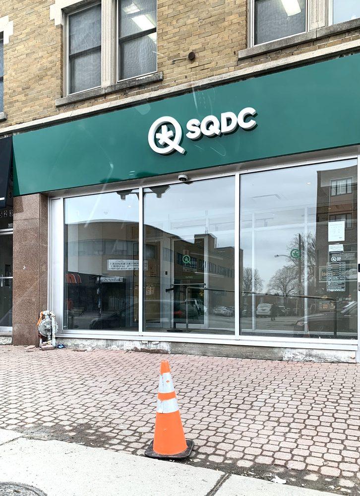 SQDC - Société Québécoise du Cannabis: 5240 Chemin Queen Mary, Montreal, QC