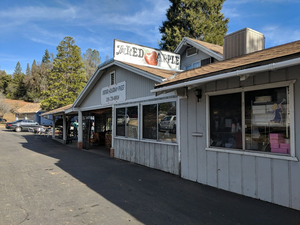 The Red Apple: 4950 E Hwy 4, Murphys, CA