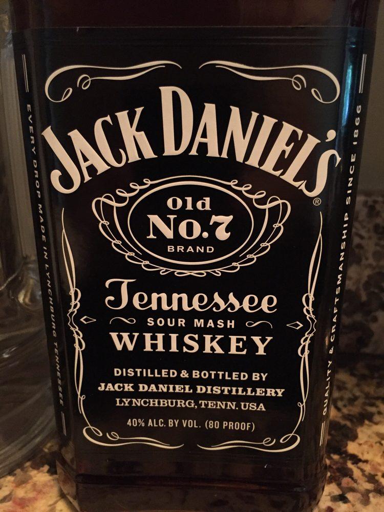 4 Points Whiskey Saloon and Grill: 6N744 Medinah Rd, Medinah, IL