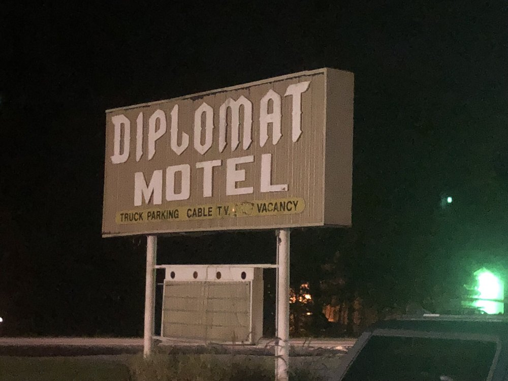 Diplomat Motel: 1733 S State Road 57, Oakland City, IN